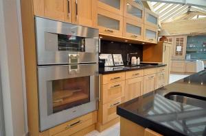 Ihr neuer Backofen: Wir liefern Ihnen modernste Backöfen in unterschiedlichen Größen. Und natürlich gibt es bei uns auch die passende Küche dazu.