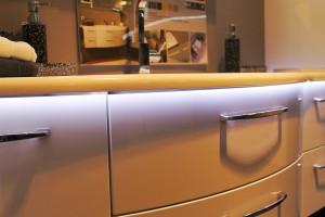 Badmöbel Massivholz: In unserer eigenen Werkstatt stellen wir Badmöbel nach Ihren individuellen Wünschen her.