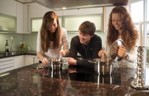 Wir verwirklichen Ihnen in unserer eigenen Meisterwerkstatt Ihre Traumküche. Und natürlich bauen wir... </p srcset=