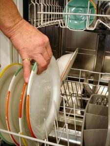 Sie suchen einen Geschirrspüler oder eine Spülmaschine? Bei uns bekommen Sie Geräte namhafter Hersteller. Und wenn Sie möchten, auch die passende Küche.