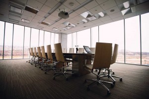 Zu einer Kanzleieinrichtung gehört auch ein passender Konferenztisch. Wir fertigen Ihre Kanzleimöbel nach Ihren Vorstellungen.