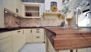 Moderne Küchen: Blick in die Küchenausstellung.